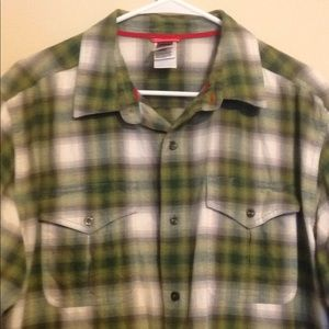 North face men size large green flannel